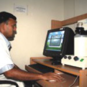 A technician uses a Kertu Analyser for endothelium cell count.